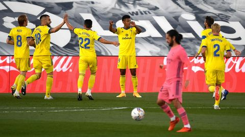 sport kompakt: Die Spieler des FC Cadiz bejubeln das Siegtor gegen Real Madrid
