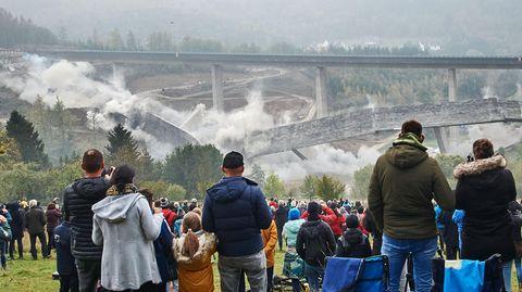 Nachrichten aus Deutschland – Autobahn-Talbrücke Eisern in Siegen gesprengt