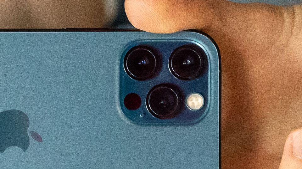 Der kleine schwarze Punkt im kamera-System des iPhone 12 Pro ist der Lidar-Sensor
