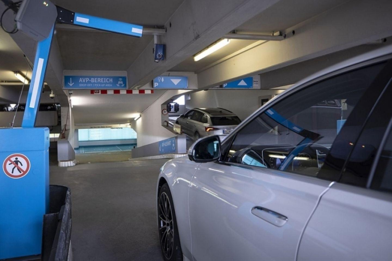 Am Stuttgarter Parkhaus läuft ein Pilotprojekt zum autonomen Valet Parking