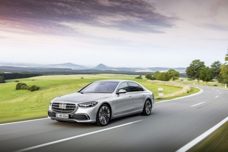 Der Plan, dass in zehn Jahren jeder zweite Mercedes elektrisch sein soll, bleibt bestehen