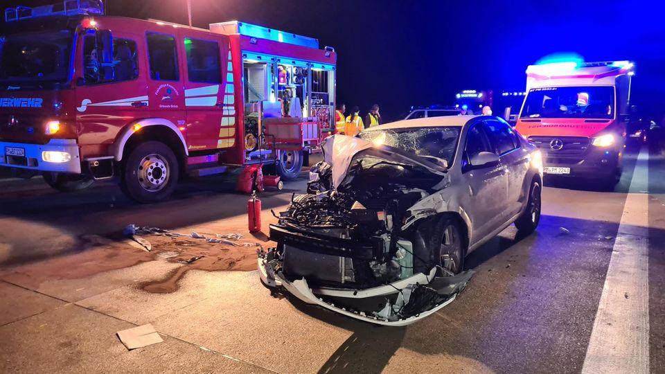 Ein Fahrzeug ist nach einem Unfall völlig zerstört