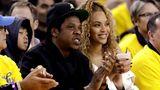 Platz 11:Jay Z undBeyoncé  Das Musikerpaar teil sich einen Privatjet der MarkeBombardier Challenger 850 umd kommtauf Flugkosten von1.385.000 US-Dollar.