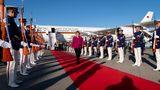 Platz 3: Angela Merkel  Die deutsche Bundeskanzlerin greift auf die Flugbereitschaft der Bundeswehr zurück. Dazu gehören auch zwei Airbus A340-300, die schon mehr als 20 Jahre alt sind und des Öfteren ausfallen. Auf dem Weg zum G20-Gipfel in Argentinien musste Merkel wegen eines Defekts auf einen Linienflug der Iberia umsteigen und kam einen Tag zu spät. Jetzt werden drei fabrikneue Airbus A350-900 angeschafft. Der Kosten für die VIP-Flüge im letzten Jahrgibt das Portal stratosjets.com mit 4.600.000 US-Dollar an.