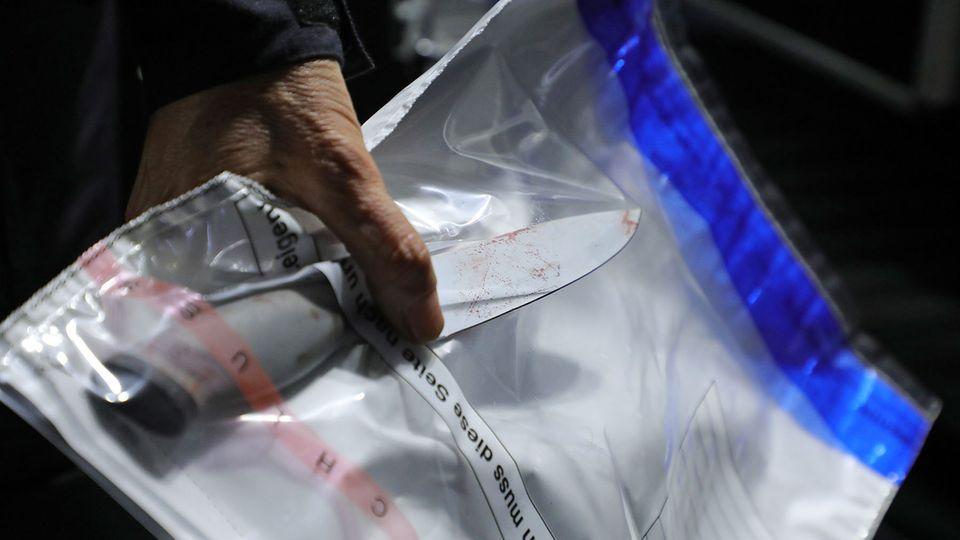Dieses Messer fanden Ermittler am Tatort in der Innenstadt von Dresden