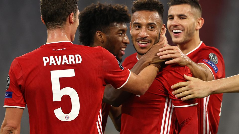 Corentin Tolisso erzielte das dritte Tor der Bayern gegen Atletico aus der Distanz, die Mitspieler freut's