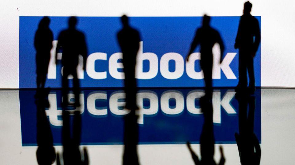 """Studie: Facebook ist der """"Superspreader"""" für Corona-Fake-News"""