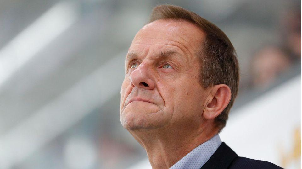 DOSB-Präsident Alfons Hörmann schaut nachdenklich in die Luft