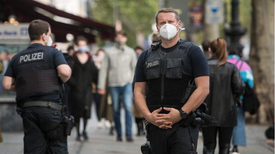 Bundespolizisten patrouillieren auf dem Kudamm