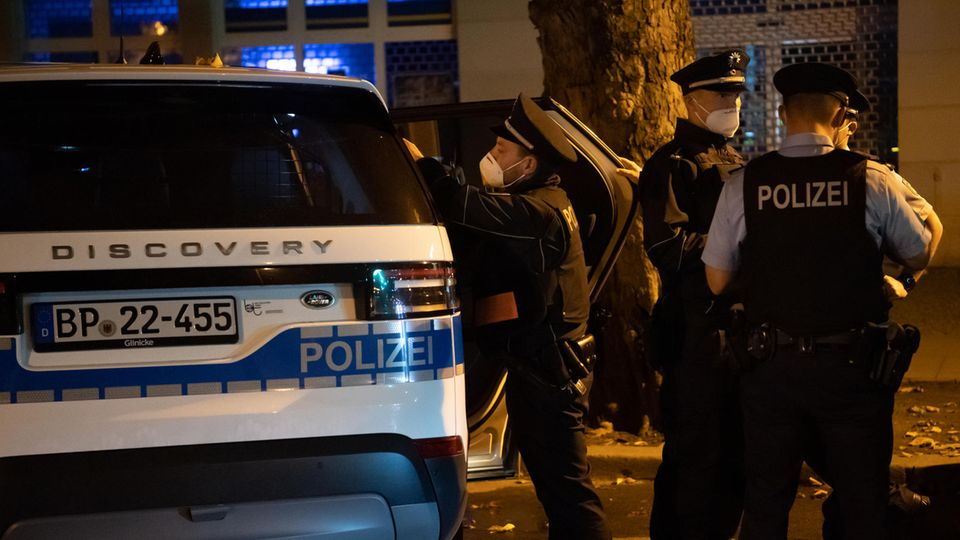 Polizei Berlin bei Corona-Kontrolle