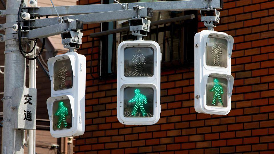 Rund 2000 Ampelanlagen in Japan sollen im kommenden Jahr über das Smartphone kommunizieren können.