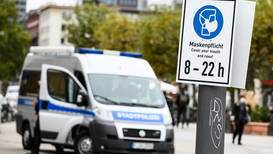 Maskenpflicht:Auch Frankfurthat aktuell eine Verschärfung der Corona-Maßnahmen beschlossen