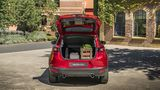 Legt man die Lehnen der Rückbank um wächst das Kofferraumvolumen von 350 auf 1.260 Liter
