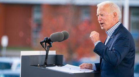 Joe Biden spricht während seiner Wahlkampftour in Dallas, Pennsylvania.