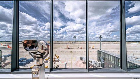 Blick von der Besucherplattform des BER. Eigentlich sollte er 2012 eröffnet werden