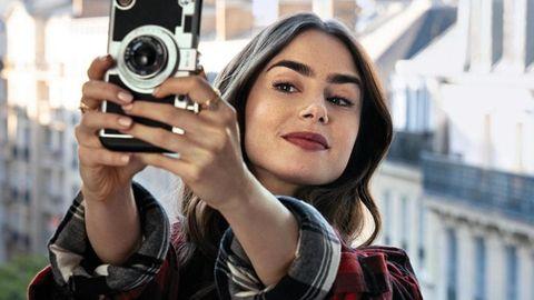 Mehr als nur Selfie-Getue: Lily Collins (die Tochter von Phil Collins) als Emily