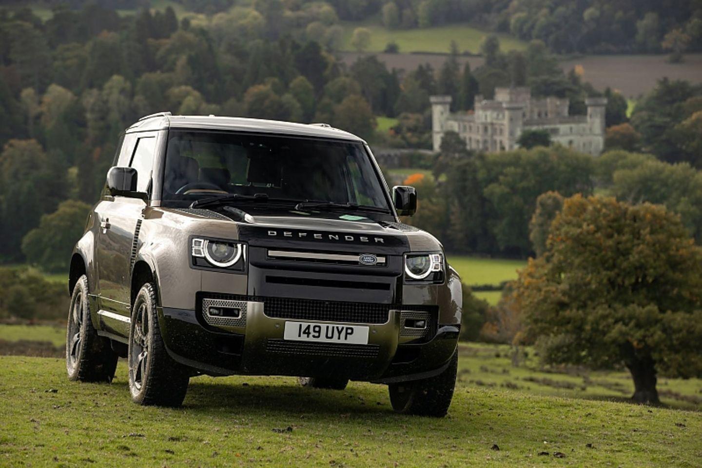 Der Land Rover Defender 90 X P400 kostet mindestens 93.384,87 Euro