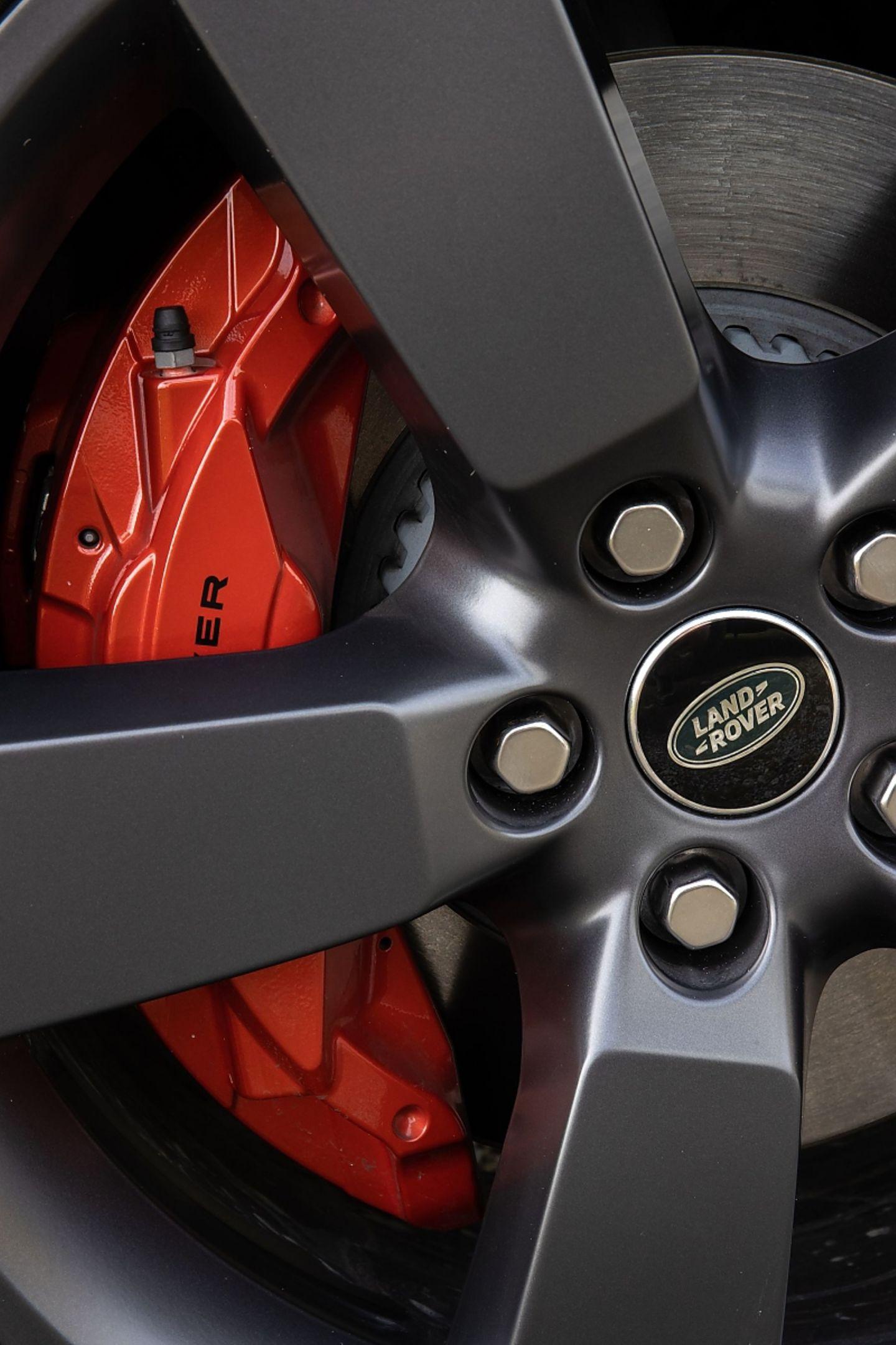 Die Bremsen kommen mit dem Gewicht von 2.245 Kilogramm gut klar