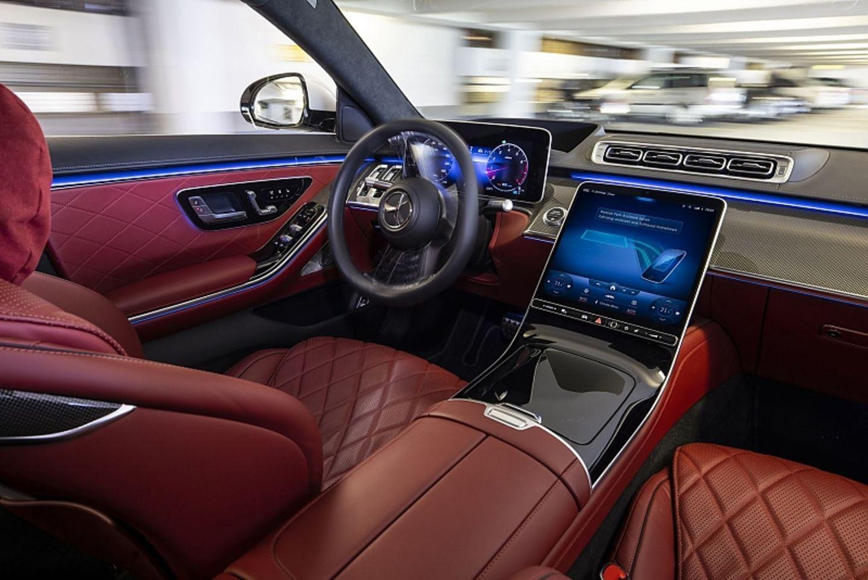 Die neue Mercedes S-Klasse beherrscht unter bestimmten Voraussetzungen autonomes Valet-Parken