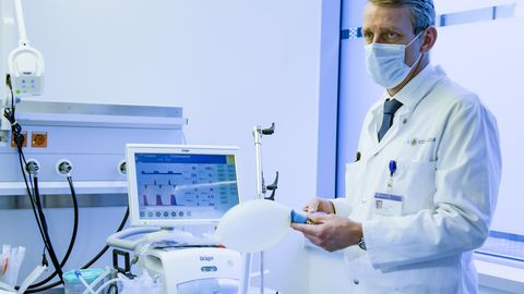 Stefan Kluge, Direktor der Klinik für Intensivmedizin des UKE