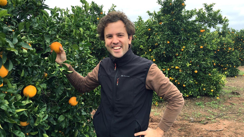 Crowdfarming: Jung-Landwirt Gonzalo Úrculo auf seiner Plantage in der Nähe von Valencia