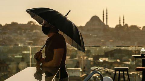 Die Bundesregierung setzt die Reisewarnung für die ganze Türkei wegen der Corona-Pandemie zum 9. November wieder in Kraft.