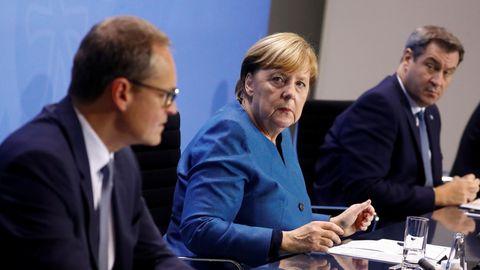 Berlins Bürgermeister Michael Müller, Bundeskanzlerin Angela Merkel und Bayerns Ministerpräsident Markus Söder (v.l.n.r.) haben die neuen Anti-Corona-Maßnahmen verkündet