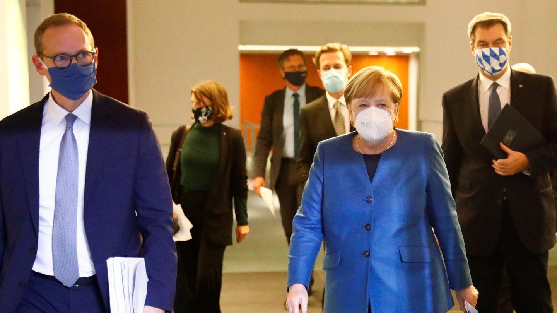 Michael Müller, Angela Merkel und Markus Söder mit Masken