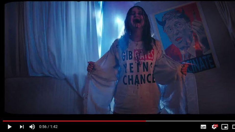 """Besessenes Mädchen trägt T-Shirt mit der Aufschrift """"Gib Gates keine Chance"""""""
