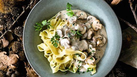 Geschmacksbinder: Tagliatelle passen gut zu Champignons und Pilz-Sahne-Sauce