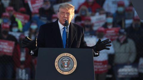 Donald Trump am Rednerpult bei einem Wahlkampfauftritt in Wisconsin