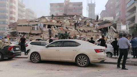 Eingestürztes Haus nach Erdbeben in der Region Izmir