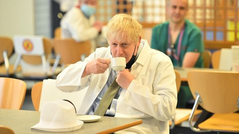 Premierminister Boris Johnson in der Kantine des Royal Berkshire Hospital, in Reading
