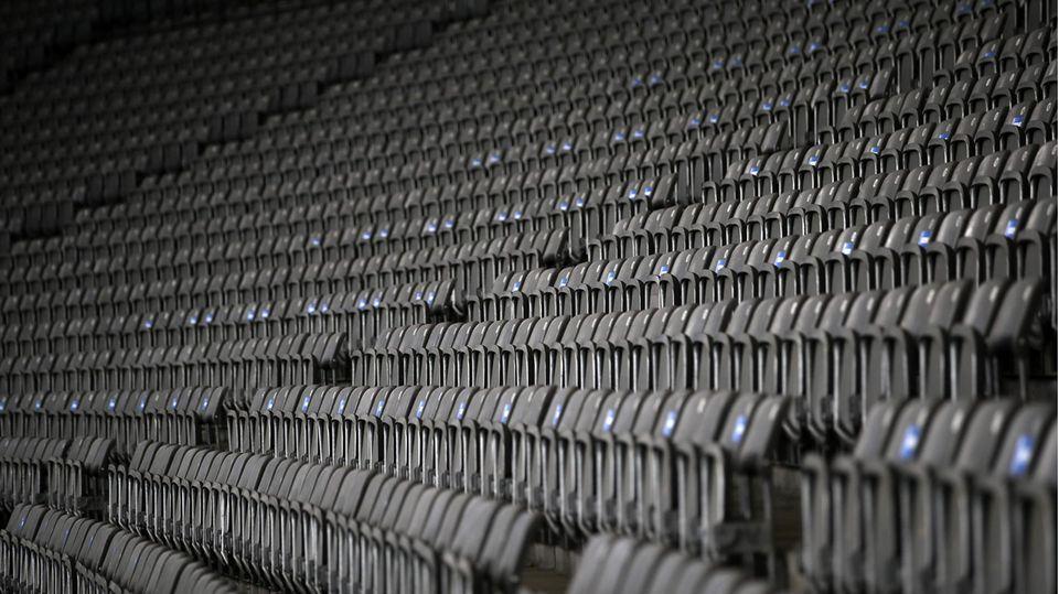 Leere Sitze soweit das Auge reicht. Woran sich die Bundesliga-Fans mindestens für den November wieder gewöhnen müssen, war in Berlin (wie in einigen anderen Städten) schon vor dem Teil-Lockdown Realität: ein Stadion ohne Zuschauer. Aber vielleicht tröstet Fußball-Fans ja der Gedanke: Wenn die Stadien zum ersten Mal wieder voll sind, dürfte die Stimmung auf den Rängen bombastisch sein.