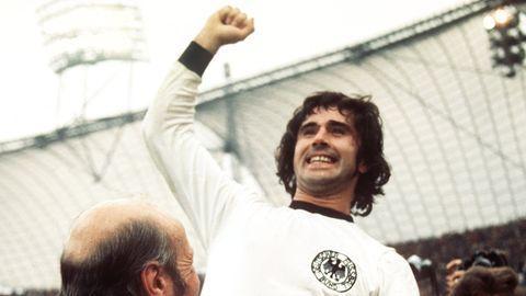 """Gerd Müller wird 75: Der """"Bomber der Nation"""" wird nach dem WM-Finale 1974 auf Händen getragen"""