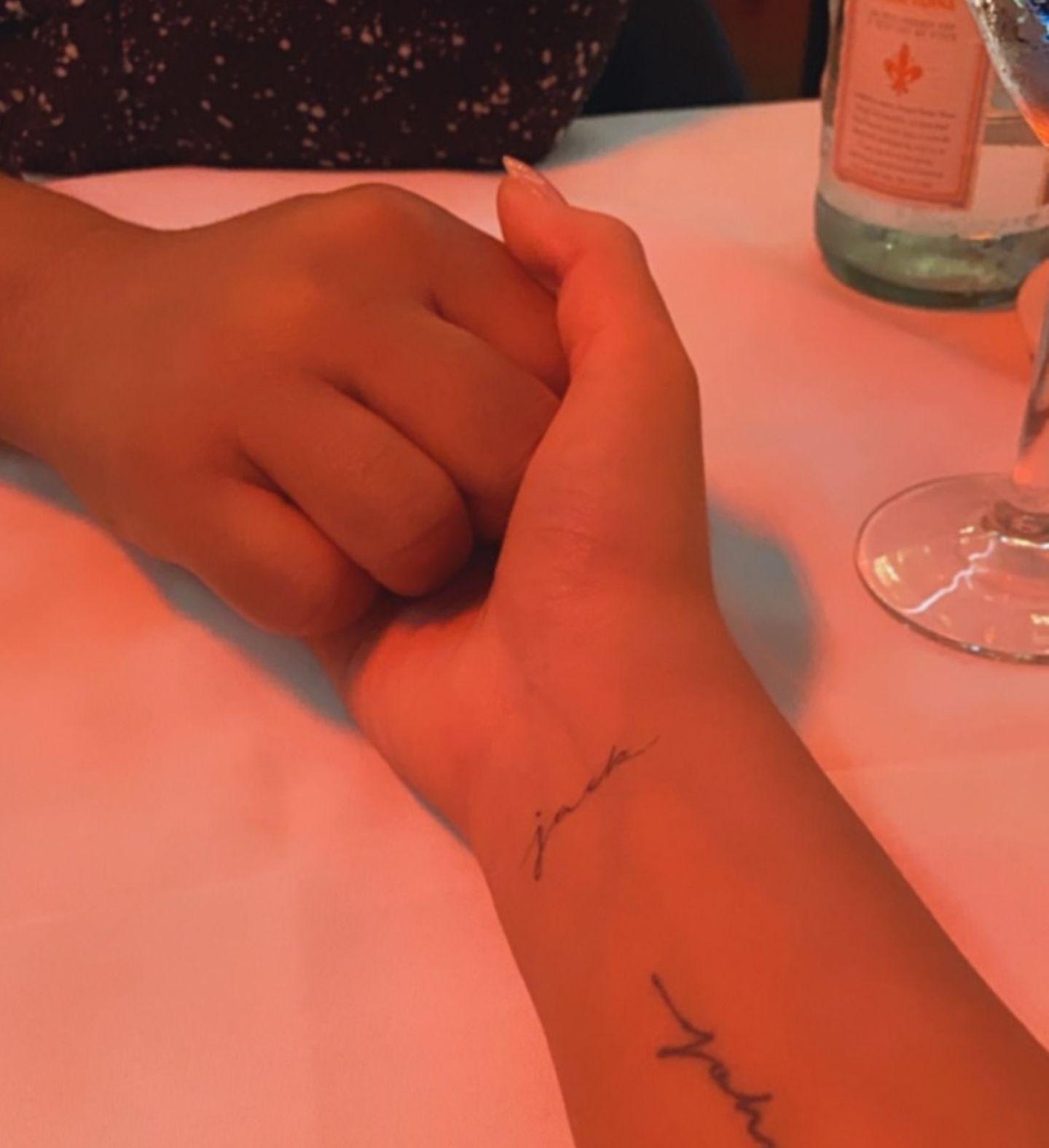 Vip News: Chrissy Teigen erinnert mit Tattoo an verstorbenen Sohn