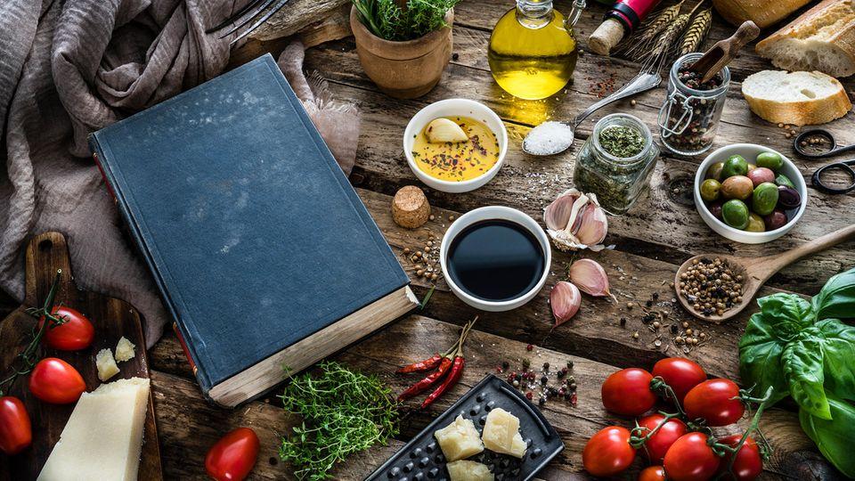 Bert Gamerschlag: Unser Küchen-Kolumnist hat ausgewählt: Die zehn besten Kochbücher aller Zeiten