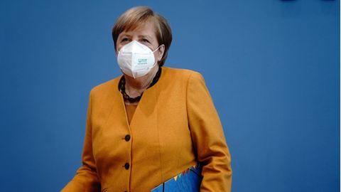 Bundeskanzlerin Angela Merkel (CDU) gibtam 2. November in Berlin eine Pressekonferenz