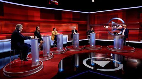 """Die TV-Diskussionsrunde """"Hart aber fair"""" am Vorabend der US-Präsidentschaftswahlen"""