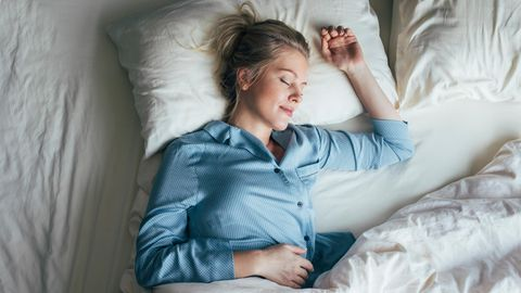 Eine schlafende Frau