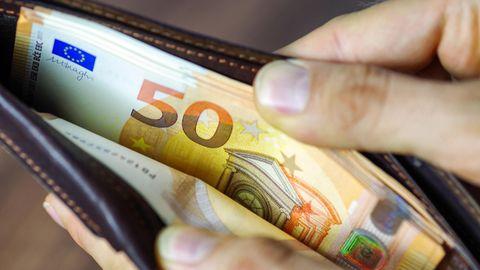55 Finanztipps: Zu wenig gespart, zu hoch verschuldet –  Irrtümer im Umgang mit Geld, die jeder kennen sollte
