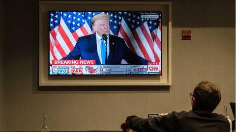 Berichterstattung zur US-Wahl: Eine Parallelwelt aus Lügen und Hass - so lief die Wahlnacht auf Trump-Medien