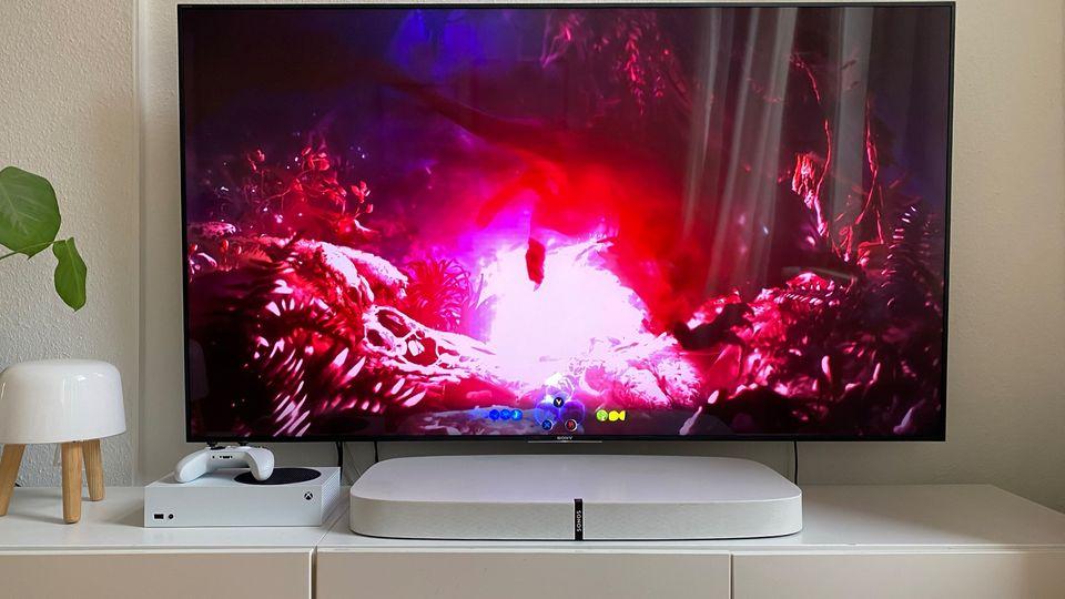 Xbox Series S und Series X: Die schicke Series S macht sich auch als Deko-Gegenstand gut