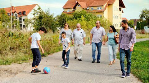 Die Familie Bwakem und die Familie Fritzsche