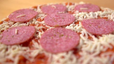 Öko-Test: Das ist die beste Salami-Pizza aus der Tiefkühltruhe