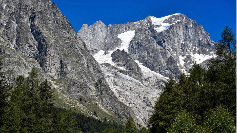 Die Alpen (Symbolbild). Dieses Foto zeigt nicht die Region des Unfalls, sondern den Planpincieux-Gletscher unterhalb des Mont Blanc in Italien.