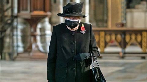Ganz in schwarz gekleidet besuchte Queen Elizabeth II. die Westminster Abbey