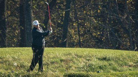 Donald Trump beim Golfspielen.