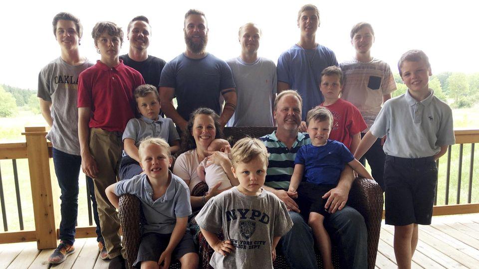 Die Eltern mit ihren 14 Söhnen
