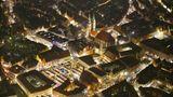 Nürnberger Christkindlesmarkt  Dieser Weihnachtsmarkt gehört zu den ältesten und bekanntesten Weihnachtsmärkten in Deutschland. Er lässt sich bis ins 17. Jahrhundert zurückverfolgen, doch Ende des 19. Jahrhunderts verlor er an Bedeutung. Die Nationalsozialisten belebten das Traditionsfest aus Imagegründen neu. In den letzten Jahren besuchten rund zwei Millionen Menschen den Christkindlesmarkt und freuten sich über die rund 200 Buden im Lichterglanz. Wegen der Corona-Pandemie wurde der Nürnberger Christkindlesmarkt 2020 abgesagt.